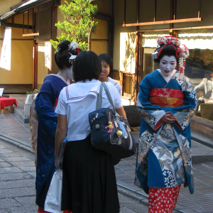 todayimight.com | Geishas in Kyoto