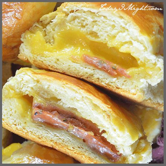todayimight.com | Inside Jalapeno Sausage Cheddar Bun